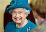 !بالصور.. بعد خطفه صورة سيلفي مع ملكة بريطانيا.. ماذا كانت ردة فعلها!