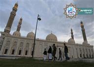 هل الأفضل أن أصلي في المسجد المجاور لي أم البعيد عني؟
