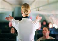 بالفيديو.. هذا ما يحدث للمضيفة في طائرة بها مشجعي كرة القدم!