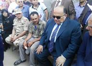 محافظ الدقهلية يقدم واجب العزاء لأسرة شهيد سيناء
