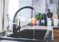 علماء يخترعون آلة تحول البول إلى مياه صالحة للشرب!