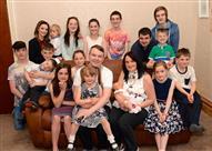 بالصور.. أسرة بريطانية تستقبل طفلها الـ 19 .. تعرف على حجم نفقاتها
