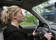 هذه الطريقة السحرية للتخلص من الروائح الكريهة بالسيارة