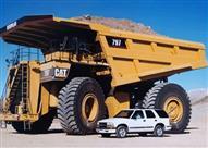 إذا سئمت يومًا من تغيير إطارات سيارتك.. فما الحال بشاحنات العالم الكبرى