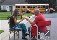 بالصور.. هذا هو الفرق بين الطلاب والأهل في أول يوم للمدرسة