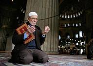بملازمة الأذكار يحفظ العبد في دينه ودنياه .. فكيف السبيل؟!