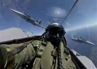 ما الذي يشعر به الطيارون عند اختراق حاجز الصوت داخل قمرة الطائرة- فيديو