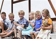 الألمان يتركون أطفالهم يلعبون بالنيران وطرق أخرى للتربية.. تعرف عليها!