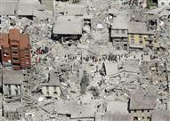 بالفيديو والصور.. هذا ما فعله كلب توفي صاحبه في زلزال إيطاليا الأخير