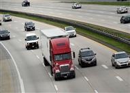 """بالفيديو.. كيفية حساب """"مسافة الأمان"""" بينك وبين السيارات التي أمامك"""