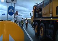 بالفيديو- تحطم طائرة بوينغ 737  على أحد الطرق السريعة بإيطاليا