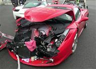 """بالفيديو.. امرأة حاولت """"ركن"""" سيارتها فحطمت سيارة بـ2.5 مليون جنيه!"""