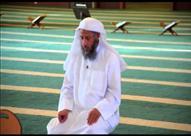 """البحوث الإسلامية: النظر إلى """" أصبع السبابة"""" أثناء التشهد سُنة"""