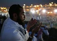 فى موقف إنسانى.. مصري يؤدي الحج عن حماته المريضة