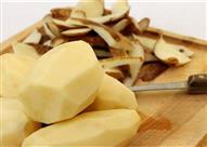 لا تتخلص من قشر البطاطس.. فوائده مذهلة لا تصدق!