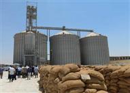 """بالصور.. ضبط ٣ مسئولي """"شون قمح"""" لبيعهم كمية كبيرة من القمح بالسوق"""