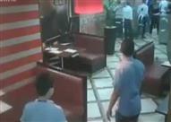 بالضربة القاضية.. زوجة تنهي خناقة مع زوجها بأحد مطاعم الإسكندرية -