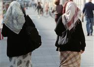 مهاجم يعتدي على محجبتين في ألمانيا ويهتف: أكره المسلمين