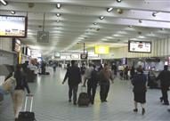 ضبط مصري حاول تهريب ساعات وأقلام مزودة بكاميرات تجسس بمطار القاهرة