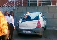 بالصور.. سيارة تنقذ مراهق من الموت بعدما سقط من الطابق الـ23!
