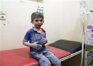 """بالفيديو - كيف حول أطفال حلب حفرة """"متفجرة"""" إلى حمام سباحة؟"""