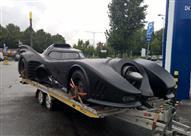 """بالفيديو.. شرطة المرور تلقي القبض على سيارة """"باتمان""""!"""