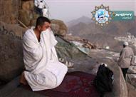 ما حكم صعود جبل الرحمة في يوم عرفات والصلاة عليه؟
