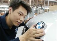 بالفيديو.. السيارات الألمانية في مواجهة الصينية باختبارات السلامة!