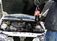 """بالفيديو.. هل يمكن استبدال زيت محرك السيارة بـ""""المياه الغازية""""؟"""