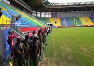 بالصور- لاعبو مالي يتفقدون ملعب المباراة قبل مواجهة مصر