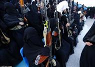 بالصور- يمنيات يحملن بنادق آلية وقاذفات صواريخ في مسيرة مناهضة للتحالف السعودي