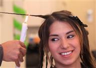 بالفيديو- المقص أم النار؟ طرق جديدة لقص الشعر