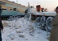 اصطدام قطار بسيارة نقل على مزلقان بطوخ