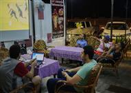 متابعة العرب لمباريات المجموعة الأولي بمقاهي الجابون