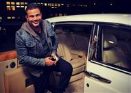 """بالصور.. تعرف على أبرز سيارات """"الهضبة"""" عمرو دياب"""