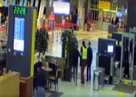 بعد منعه من السفر .. روسي يقتحم المطار بسيارته في 120 ثانية