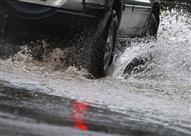 كيف تواجه انزلاق السيارة على الماء أثناء القيادة؟