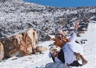 بالصور- في الإمارات.. السماح بمغادرة العمل مبكرًا للاستمتاع بالثلوج