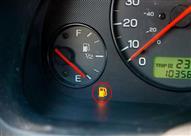 ما هي اقصى مسافة تقطعها سيارتك بعد إضاءة لمبة الوقود؟
