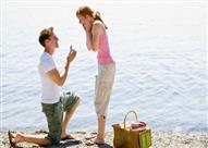 لهذا السبب ينحني الرجال على ركبة واحدة عند طلب الزواج