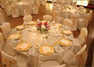 بالفيديو- أراد تحية العريس فتسبب في كارثة بقاعة الزفاف