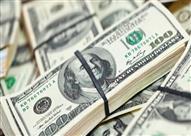 الدولار يواصل ارتفاعه في السوق السوداء ويوسع الفارق عن سعره بالبنوك