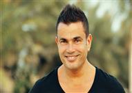 """بالصور- حقيقة """"جاكيت"""" عمرو دياب الذي احتفظ به لمدة 25 عامًا"""