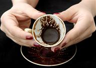 بالفيديو- لا تتخلص من بقايا القهوة.. استخداماتها مدهشة