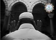 هل يجوز إقامة الصلاة بمجرد رفع الأذان أم على انتظار المؤذن حتى النهاية؟