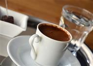 لماذا نقدم كوب الماء مع القهوة؟