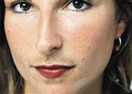 ما هي أسباب ظهور شعر لدى المرأة في منطقة الذقن وكيفية العلاج؟