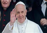 طفلة تخطف القلوب وتنزع قبعة بابا الفاتيكان