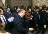 """3 ساعات في بولاق أبوالعلا.. """"عم حسين تحت الأنقاض"""" وأهالي ينتهرون الشرطة"""
