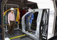 """بالصور - مكابس و""""روبوتات"""" داخل مصنعين لإنتاج أجزاء السيارات في مصر"""